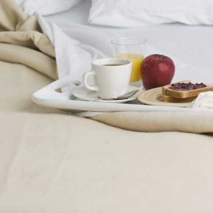 Motel「Still life of breakfast tray on bed」:スマホ壁紙(11)