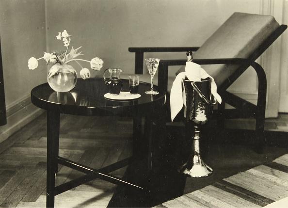 静物「Still Life With Table And Vase」:写真・画像(4)[壁紙.com]