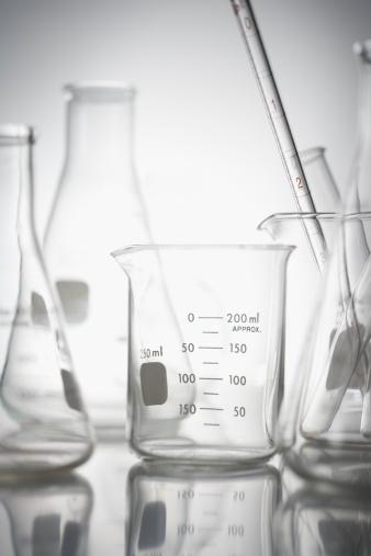 Tube「Still life of beakers in lab」:スマホ壁紙(13)