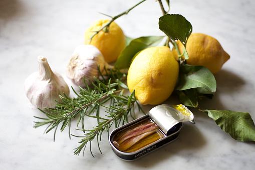 Garlic Clove「Still life with lemons, garlic, rosemary and anchovies on marble surface」:スマホ壁紙(3)