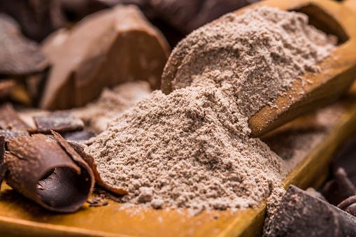 チョコレート「Still life with wooden scoop full with chocolate powder」:スマホ壁紙(14)