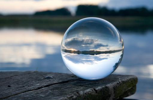 透明「静物ガラス玉」:スマホ壁紙(17)