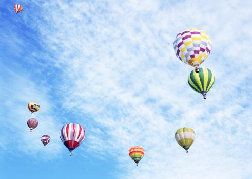 気球「Hot-air balloon」:スマホ壁紙(1)