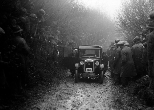 Country Road「Austin top hat saloon of EC Smyth competing in the MCC Exeter Trial, Meerhay, Dorset, 1930」:写真・画像(0)[壁紙.com]