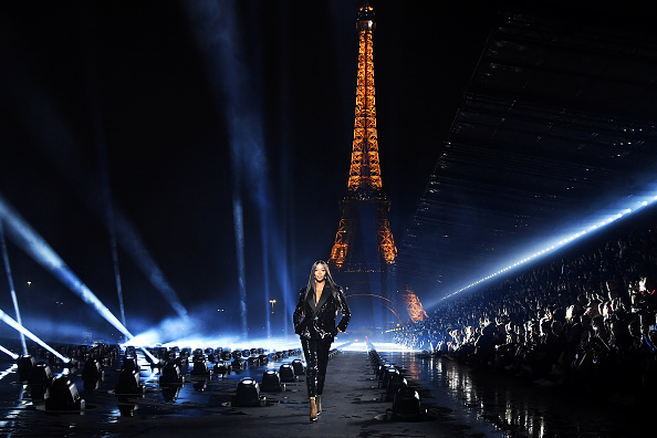 Catwalk - Stage「Saint Laurent : Runway - Paris Fashion Week - Womenswear Spring Summer 2020」:写真・画像(4)[壁紙.com]