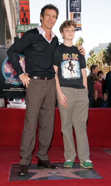 Receiving「Dennis Quaid Receives A Star On The Hollywood Walk Of Fame」:写真・画像(14)[壁紙.com]