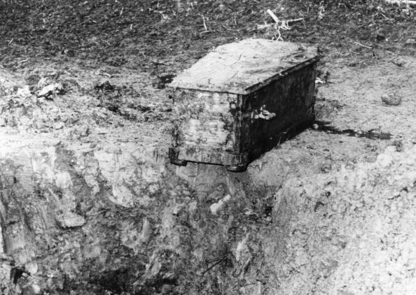 Empty「Coffin Found」:写真・画像(7)[壁紙.com]