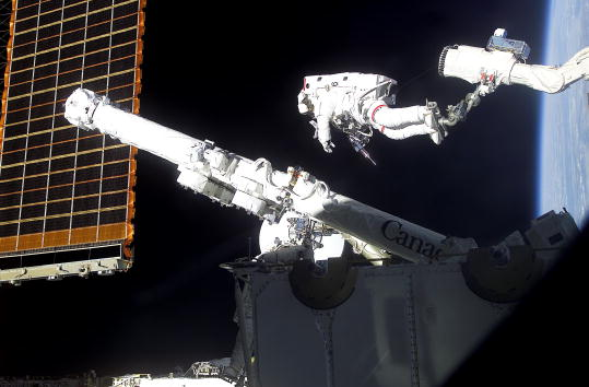 Robot Arm「Space Shuttle STS-100 Day Four」:写真・画像(12)[壁紙.com]