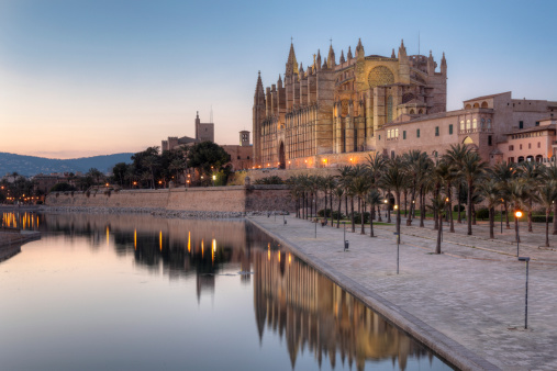 Cathedral「Spain, Balearic Islands, Majorca, Palma de Mallorca, Parc de Mar, Cathedral La Seu」:スマホ壁紙(15)
