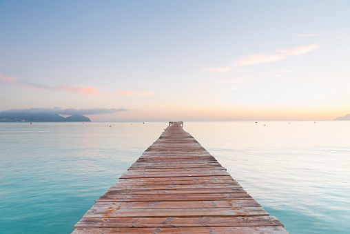 ビーチ「Spain, Balearic Islands, Majorca, jetty leads out to the sea」:スマホ壁紙(9)
