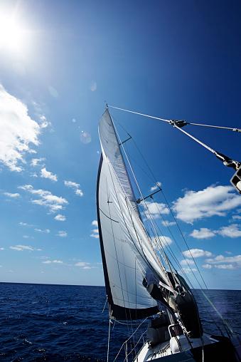 Aquatic Sport「Spain, Balearic Islands, Mallorca, sailing on the sea」:スマホ壁紙(10)