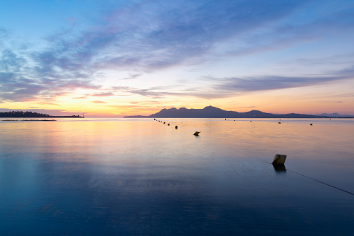 海岸「Spain, Balearic Islands, Mallorca, Can Picafort, Badia dAlcudia in the morning light」:スマホ壁紙(16)