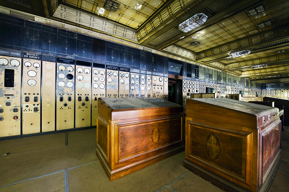 Battersea「Battersea Power Station control room west wing with control desks and art deco sealing. Battersea power station was designed by a team of architects, the head of the team was Dr S. Leonard Pearce, the chief engineer of the London Power Company. The Stati」:写真・画像(7)[壁紙.com]