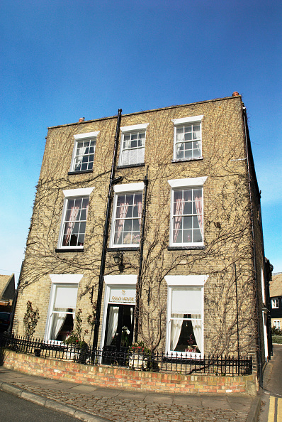 Townhouse「Flat-roof, two-storey Georgian townhouse, Ely, Cambridgeshire, UK」:写真・画像(4)[壁紙.com]