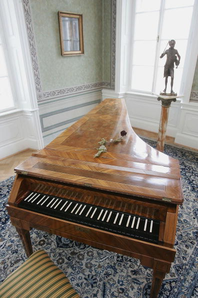 Musical instrument「Prague to Celebrate Mozart's 250th Birthday」:写真・画像(1)[壁紙.com]
