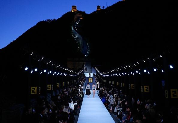 Fashion Show「Fendi Great Wall Of China Fashion Show - Runway」:写真・画像(3)[壁紙.com]
