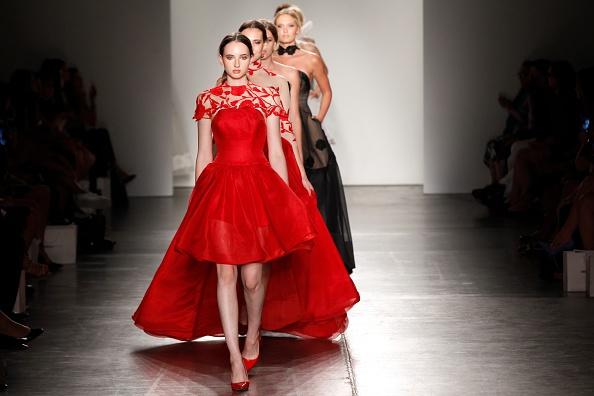 ニューヨークファッションウィーク「Australian Evening & Bridal Wear - Runway - Spring 2016 New York Fashion Week: The Shows」:写真・画像(9)[壁紙.com]