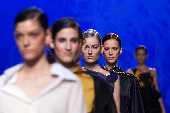Carlos Alvarez「Ulises Merida Catwalk - Mercedes-Benz Madrid Fashion Week Autumn/Winter 2016/2017」:写真・画像(13)[壁紙.com]