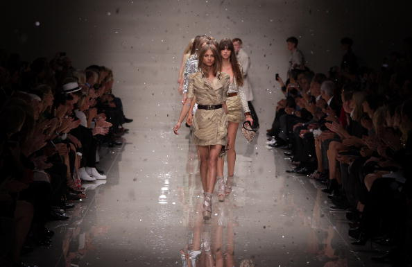 Burberry「Burberry Runway: Spring/Summer 2010 - London Fashion Week」:写真・画像(19)[壁紙.com]