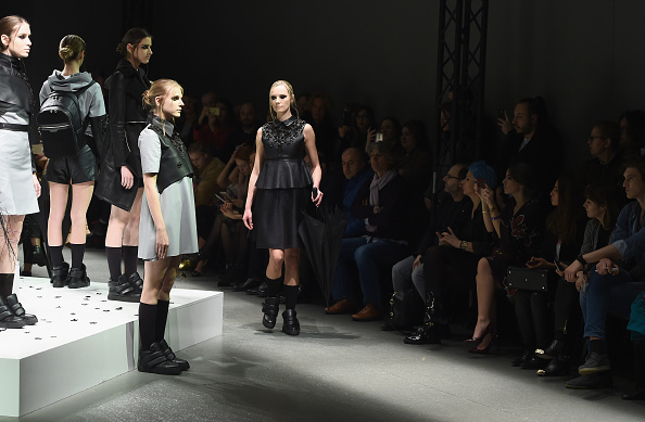 Ian Gavan「Murat Aytulum Runway - Mercedes-Benz Fashion Week Istanbul Autumn/Winter 2016」:写真・画像(3)[壁紙.com]