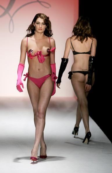ファッションモデル「Agent Provocateur Fall 2006 - Runway」:写真・画像(18)[壁紙.com]