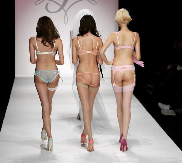 ファッションモデル「Agent Provocateur Fall 2006 - Runway」:写真・画像(1)[壁紙.com]