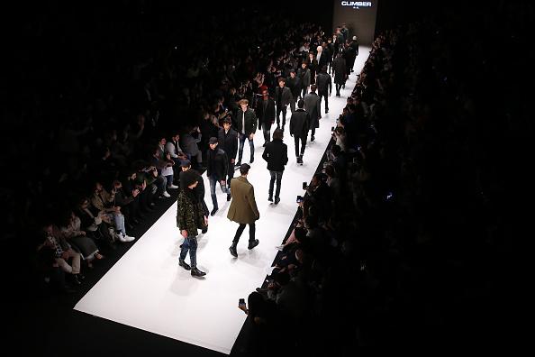 ランウェイ「Climber - Runway - Mercedes-Benz Fashion Week Istanbul - March 2019」:写真・画像(2)[壁紙.com]