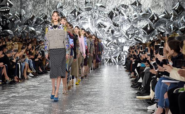 ロンドンファッションウィーク「Mary Katrantzou - Runway - LFW AW16」:写真・画像(17)[壁紙.com]