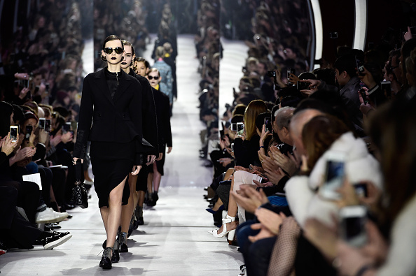 クリスチャンディオール「Christian Dior : Runway - Paris Fashion Week Womenswear Fall/Winter 2016/2017」:写真・画像(11)[壁紙.com]