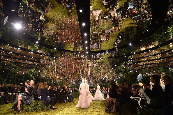 オートクチュール「Christian Dior : Runway - Paris Fashion Week - Haute Couture Spring Summer 2017」:写真・画像(0)[壁紙.com]