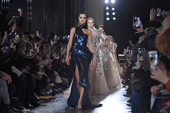 Finishing「Elie Saab : Runway - Paris Fashion Week - Haute Couture Spring Summer 2019」:写真・画像(7)[壁紙.com]