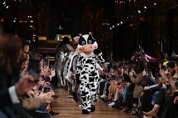 Catwalk - Stage「Stella McCartney : Runway - Paris Fashion Week Womenswear Fall/Winter 2020/2021」:写真・画像(6)[壁紙.com]