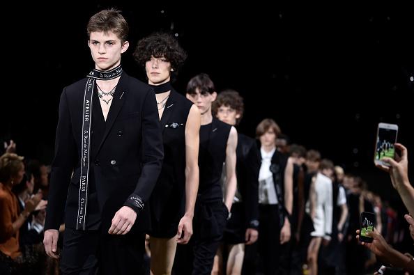ディオール オム「Dior Homme : Runway - Paris Fashion Week - Menswear Spring/Summer 2018」:写真・画像(1)[壁紙.com]
