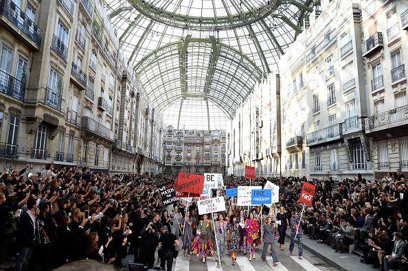 Womenswear「Chanel : Runway - Paris Fashion Week Womenswear Spring/Summer 2015」:写真・画像(17)[壁紙.com]