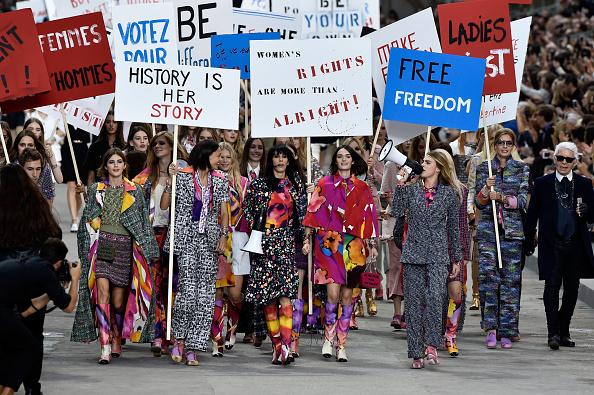 Fashion Show「Chanel : Runway - Paris Fashion Week Womenswear Spring/Summer 2015」:写真・画像(12)[壁紙.com]