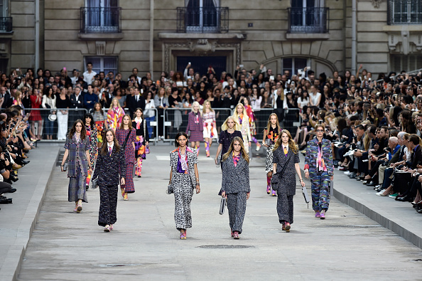 Pascal Le Segretain「Chanel : Runway - Paris Fashion Week Womenswear Spring/Summer 2015」:写真・画像(0)[壁紙.com]