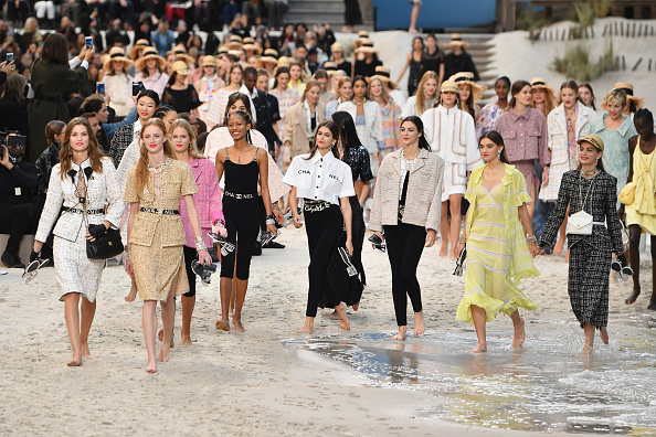 Catwalk - Stage「Chanel : Runway - Paris Fashion Week Womenswear Spring/Summer 2019」:写真・画像(19)[壁紙.com]