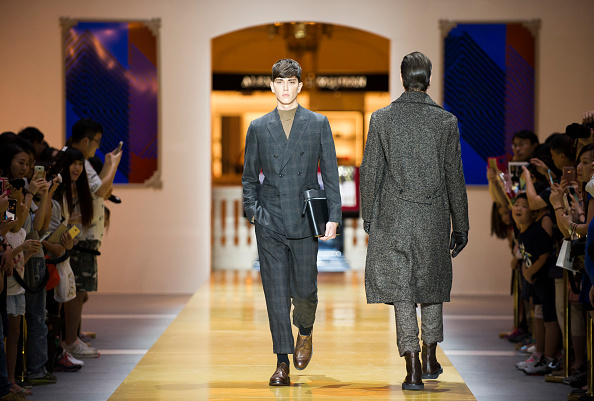 Keith Tsuji「CERRUTI 1881 - Runway - Front Row at Shoppes at Parisian」:写真・画像(4)[壁紙.com]