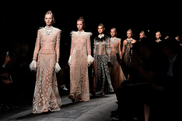 横位置「Valentino : Runway - Paris Fashion Week Womenswear Spring/Summer 2016」:写真・画像(19)[壁紙.com]