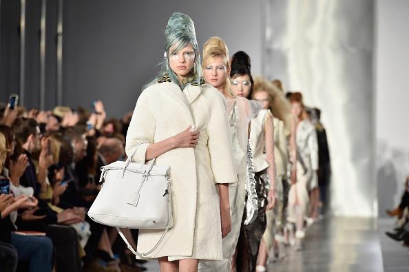 Paris Fashion Week「Maison Margiela : Runway - Paris Fashion Week Womenswear Spring/Summer 2016」:写真・画像(9)[壁紙.com]