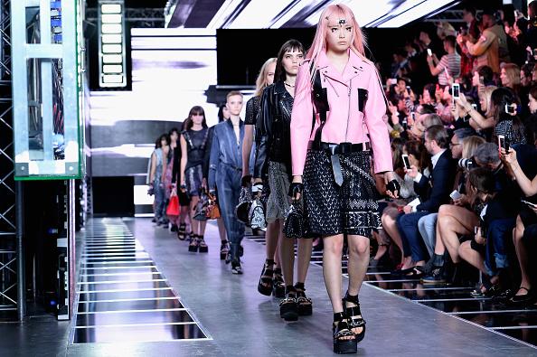 ランウェイ「Louis Vuitton : Runway - Paris Fashion Week Womenswear Spring/Summer 2016」:写真・画像(15)[壁紙.com]