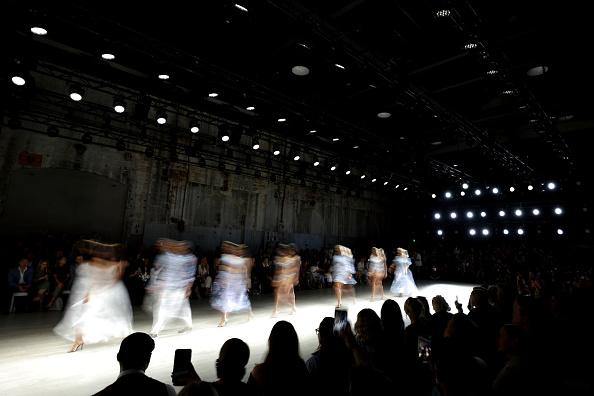 Carriageworks「Aqua Blu - Runway - Mercedes-Benz Fashion Week Australia 2019」:写真・画像(14)[壁紙.com]
