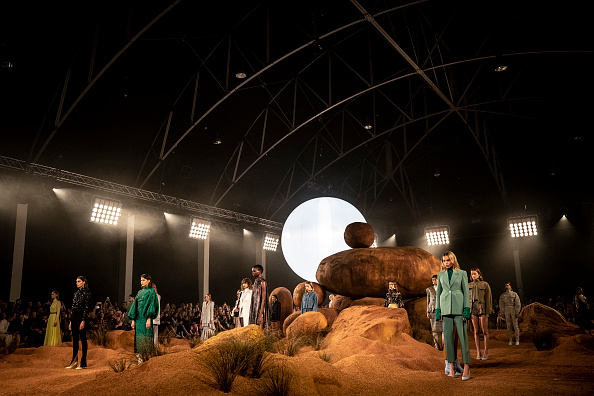 Australian Fashion Week「Mercedes-Benz Presents Camilla And Marc - Runway - Mercedes-Benz Fashion Week Australia 2018」:写真・画像(13)[壁紙.com]