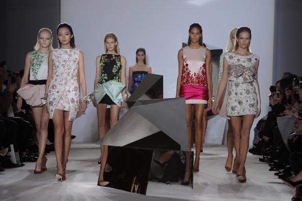 Pascal Le Segretain「Giambattista Valli : Runway- Paris Fashion Week - Haute Couture S/S 2014」:写真・画像(3)[壁紙.com]