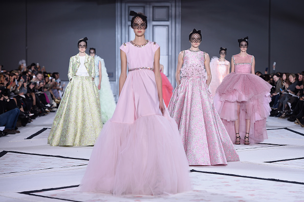 横位置「Giambattista Valli : Runway - Paris Fashion Week - Haute Couture S/S 2015」:写真・画像(16)[壁紙.com]