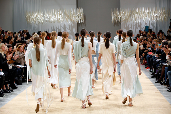 Spring Collection「Allude  : Runway - Paris Fashion Week Womenswear Spring/Summer 2016」:写真・画像(1)[壁紙.com]