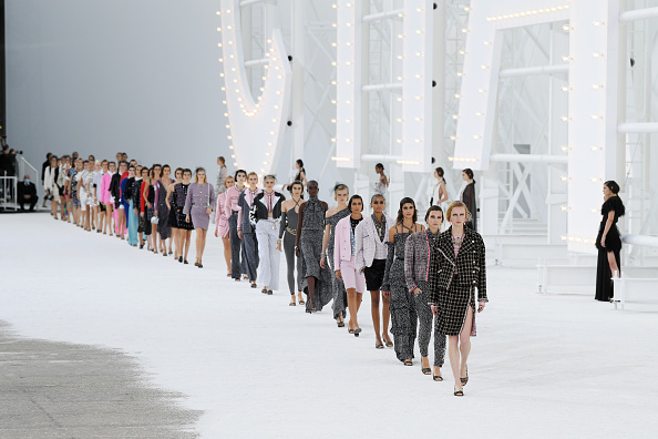Catwalk - Stage「Chanel : Runway - Paris Fashion Week - Womenswear Spring Summer 2021」:写真・画像(14)[壁紙.com]