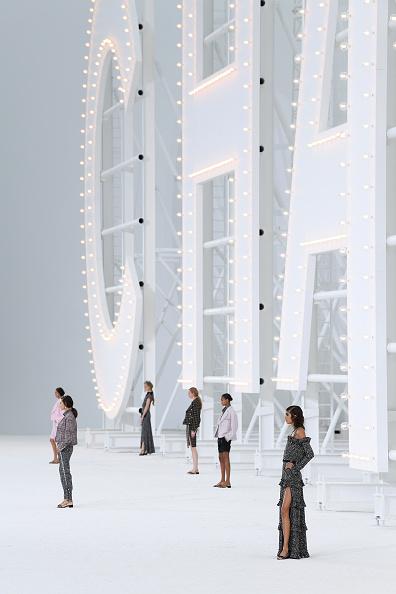 Catwalk - Stage「Chanel : Runway - Paris Fashion Week - Womenswear Spring Summer 2021」:写真・画像(12)[壁紙.com]