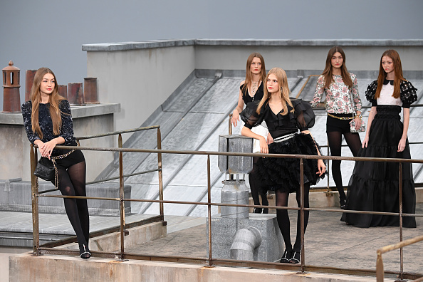 Catwalk - Stage「Chanel : Runway - Paris Fashion Week - Womenswear Spring Summer 2020」:写真・画像(8)[壁紙.com]