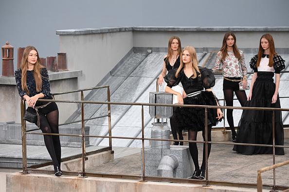 Catwalk - Stage「Chanel : Runway - Paris Fashion Week - Womenswear Spring Summer 2020」:写真・画像(9)[壁紙.com]
